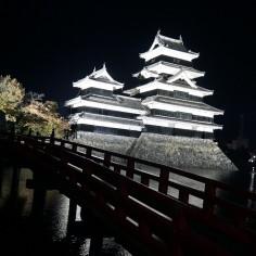 Chateau de Matsumoto by night