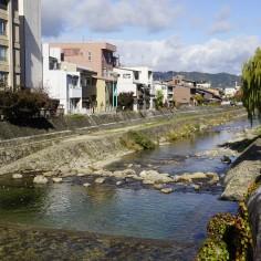"Miyagawa, le long de laquelle on trouve les ""mornings market"""