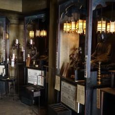 A l'intérieur, on trouve un autel pour chacun des signes astrologiques chinois